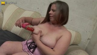 Amateur British mom toys with her twat