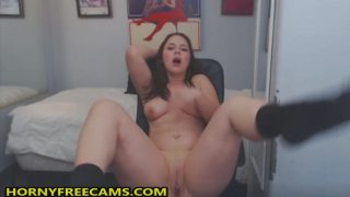 Young babe cumming from toying pussy deep and hard