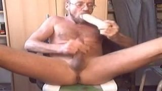 I really enjoy a quick 8 inch kong cockdildo fuck!